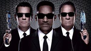 Смотреть фильм «Люди в черном 3» онлайн