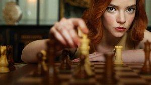 Смотреть сериал «Ход королевы»